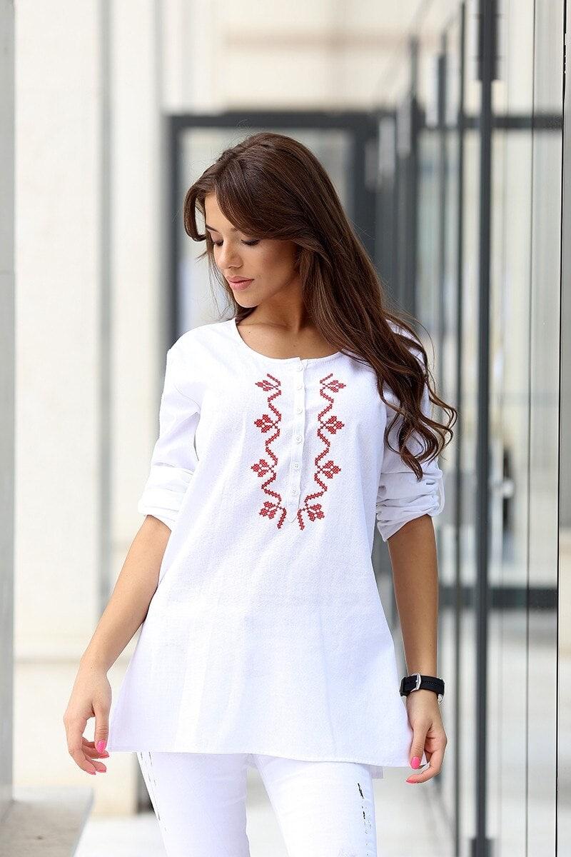 5029b762090 Дамска блуза с бродерия SVEJA • Подиум • Дамска мода онлайн