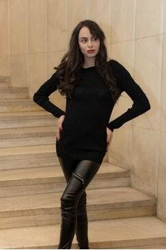 Стилна черна плетена блуза FABULOUS
