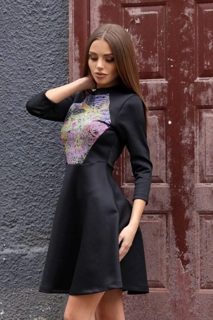 a781102e527 Елегантна разкроена рокля TAIRA • Подиум • Дамска мода онлайн