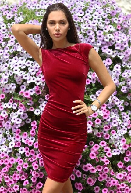 Елегантна рокля GLAMOUR