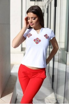 Дамска тениска с шевица PRESLAVA