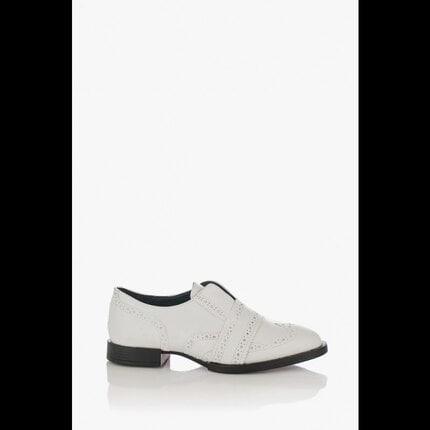 Бели дамски обувки на ниско ходило Kiara